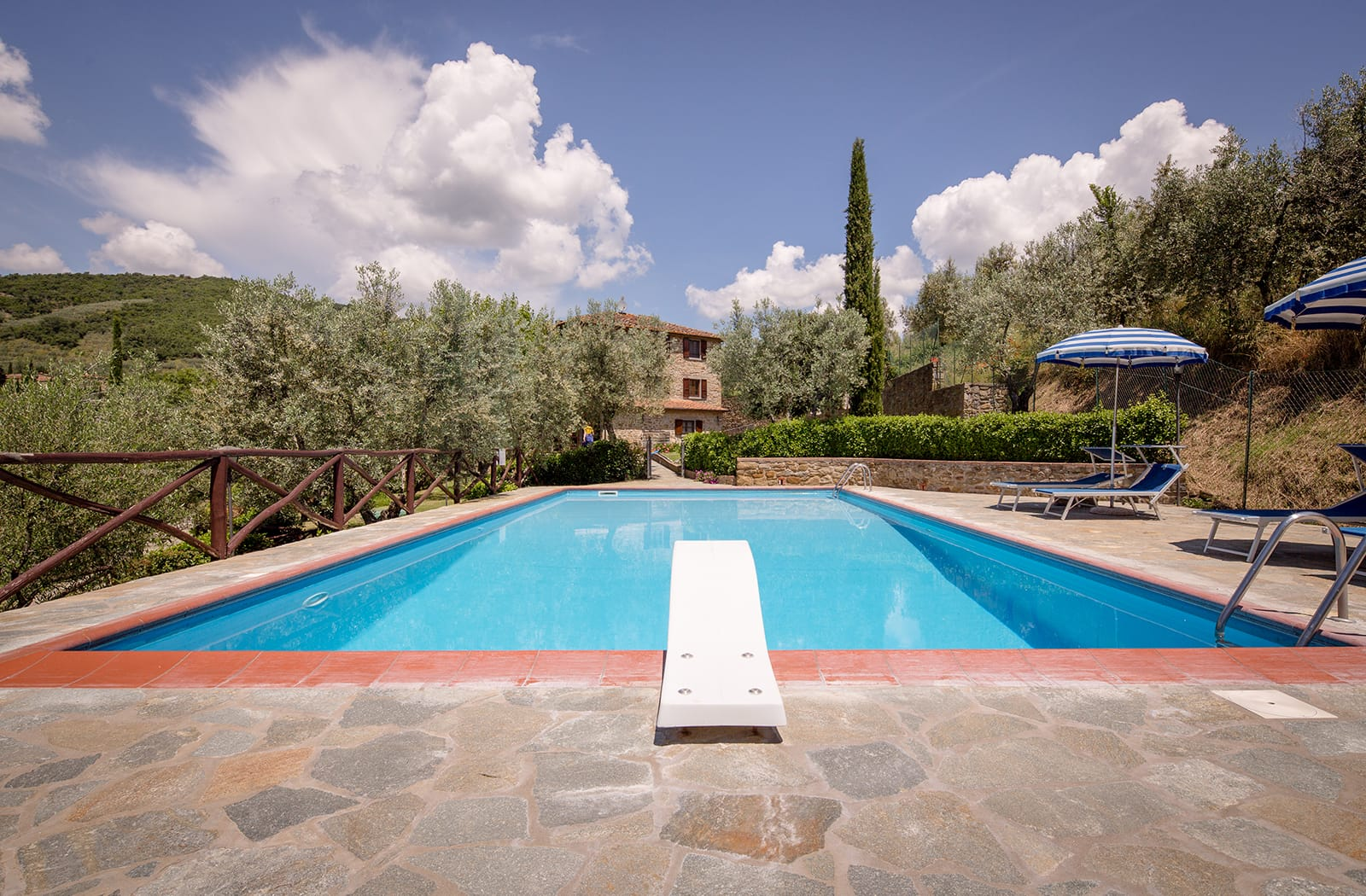Book your holiday in Tuscany in a beautiful Agriturismo in Cortona and Castiglion Fiorentino